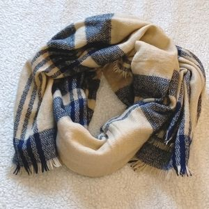 Cream and blue blanket scarf